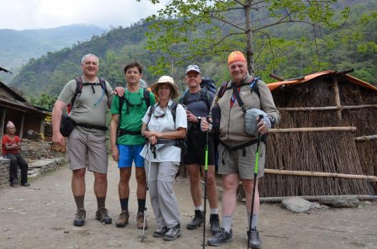 Pierre, Nicolas,Françoise, Martial et Jacques au début du trek à Sabi