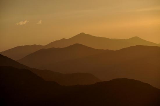 Coucher de soleil sur les crêtes du haut-Atlas occidental