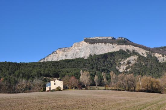 Serre Chauvière vu depuis la route de Pont-de-Quart aux Derbons