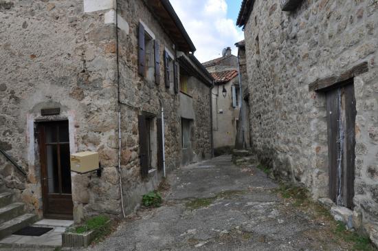 Les vieilles rues de Saint-Michel-de-Chabrillanoux