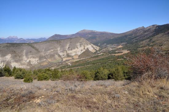 Sur la piste entre le col des Roustans et la montagne de l'Eyriau