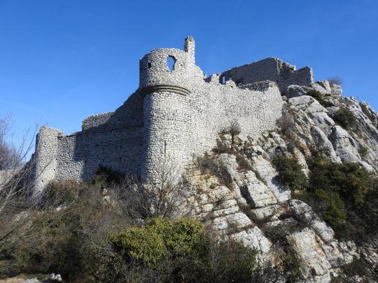 Le château de Crussol depuis la crête