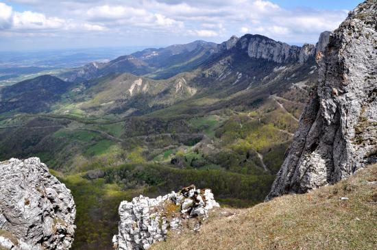 Montagnes de l'Epenet et de Mussan vues depuis le sommet de Pierre Chauve