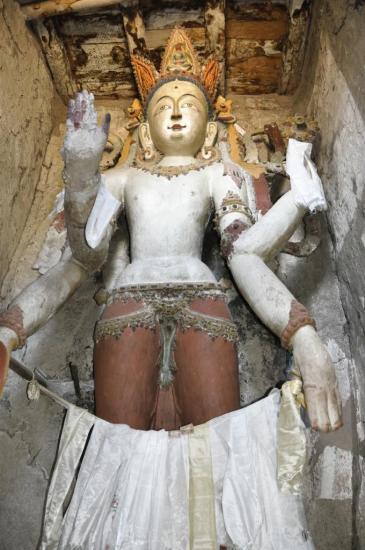 A l'intérieur de la gompa de Sumda Chungun