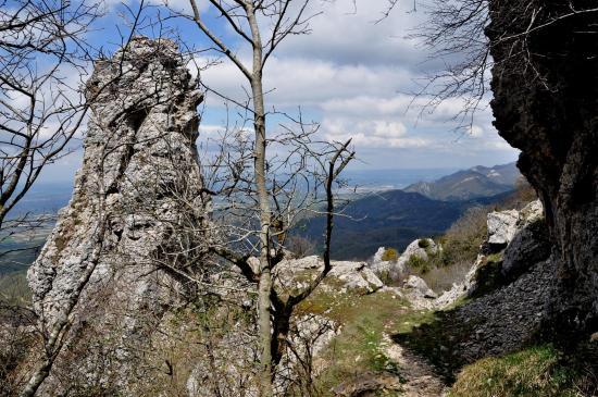 Passage au monolithe du Pas Saint-Vincent