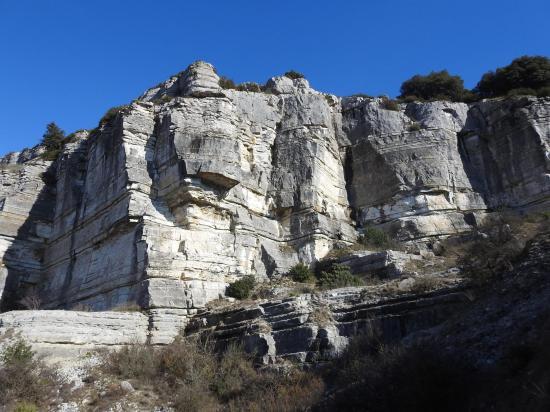 Au S de la montagne de Crussol (la carrière romaine)
