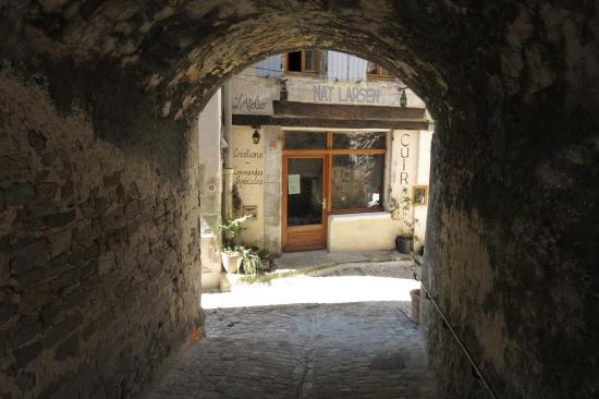 Dans les ruelles du vieux village de Dieulefit
