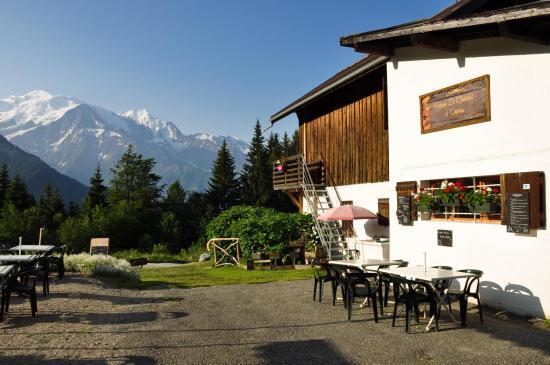 Le Châtelet d'Ayères (à l'arrière, le Mont-Blanc)