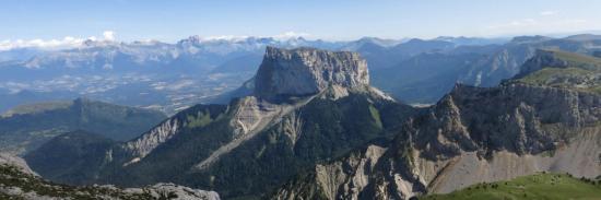 Mont-Aiguille et Dévoluy vus depuis la montée au sommet du Grand-Veymont