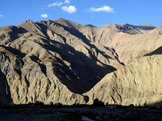 Coucher de soleil sur les montagnes qui entourent Skyidmang