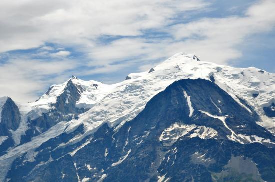 Le Mont-Blanc vu depuis la terrasse du refuge de Varan