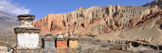 Belvédère sur les rutilantes falaises de Dhakmar