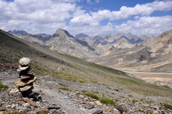 Panorama sur le N du Ladakh depuis le Yogma La