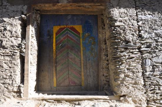 Porte ouvragée d'une maison d'Amsloh