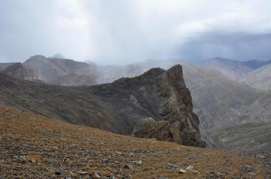 L'orage se déclenche sur le Marang La au niveau de l'épaule à 5050m