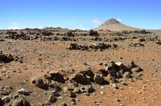 Le cône du Tamzeit apparait sur le plateau de Tasrit