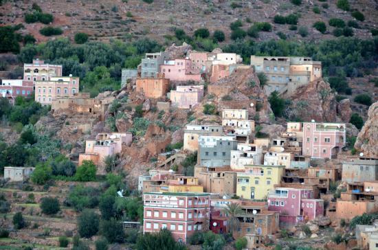 Le village de montagne de Tagdicht au pied du Lekst