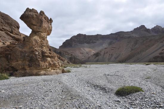 Dans la vaste vallée fluviale au pied du Bong La