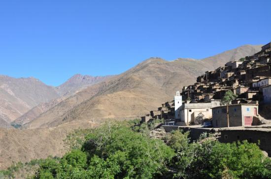 L'adrar n'Oumzra vu depuis le village de Tanammert