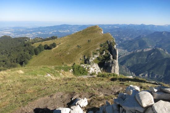 Depuis le sommet du Signal, vue sur le troisième pic : Roche Courbe