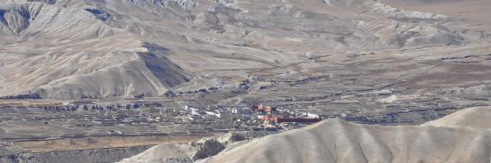 Au loin sur la gauche, le plateau de Lo Monthang