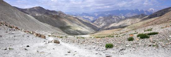 Les chaînes de montagnes du Ladakh depuis le Ganda La