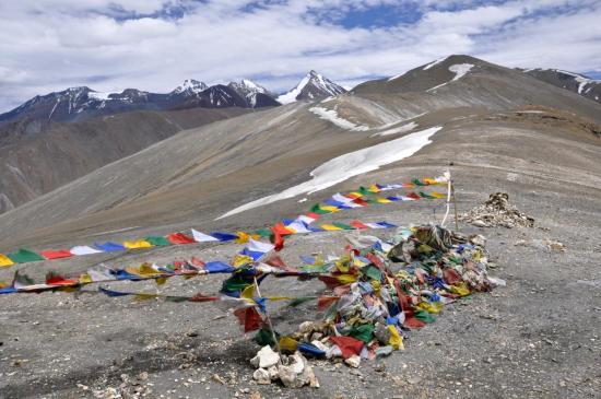 Passage au Zalun Karpo La (5197m)