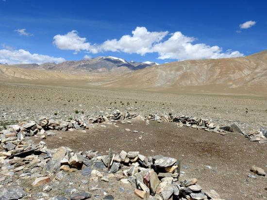 Au loin, le sommet du Chagarchan