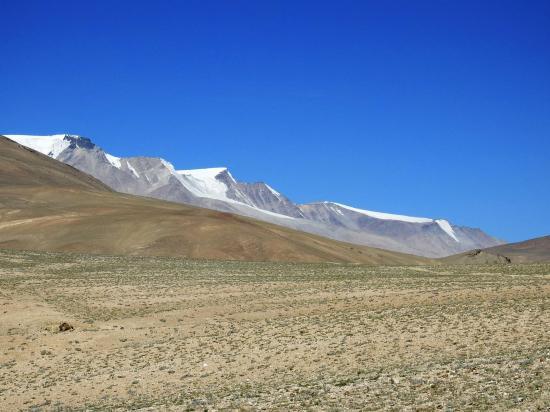 La Korzok range vue depuis l'itinéraire d'approche au Norbu La