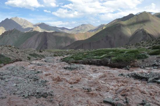 La rivière à traverser avant d'atteindre le Matho La BC