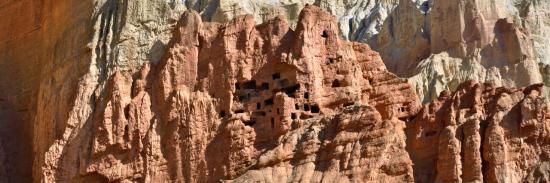 Les rutilantes falaises de Dhakmar (Mustang - Népal)