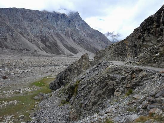 La piste entre Batal et Chhatru