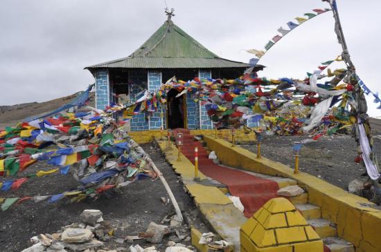 Le temple qui marque le passage du Tanglang La à 5300m