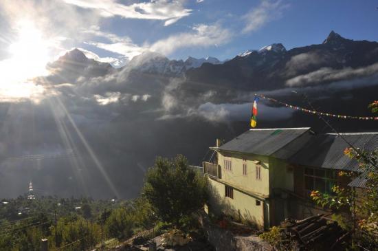 Paysages du Kinnaur au lever du soleil depuis Kalpa