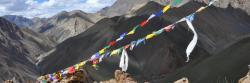 Le passage du Lar La au-dessus de la vallée de la Niri Chu (Ladakh)