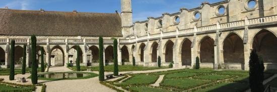 Le cloitre de l'abbaye de Royaumont