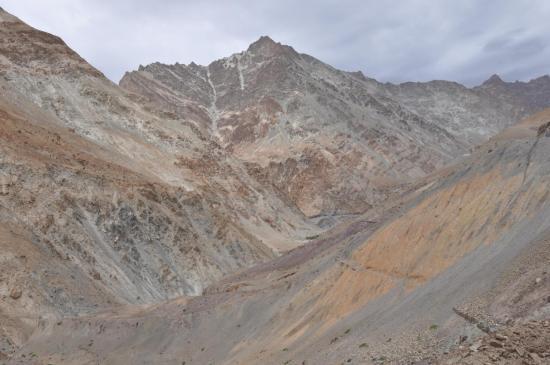 Un exemple de sentier abandonné entre Skaya et Guru Do (vallée de la Markha - Ladakh)