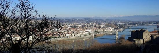 Tain l'Hermitage et le Rhône vus depuis le sentier des Tours en descendant sur Tournon