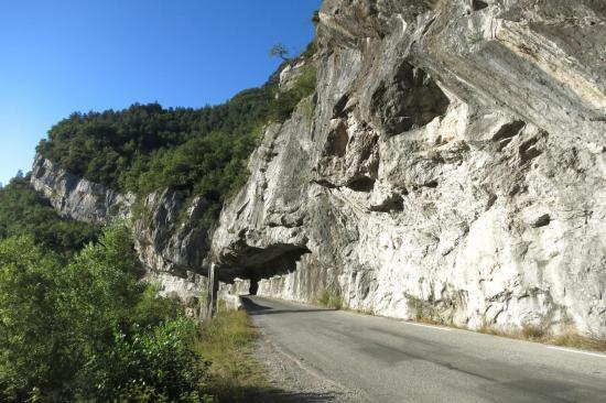 Remontée de la vallée de la Roanne entre Pont d'Espenel et Aucelon