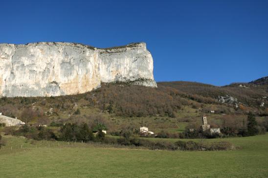 La falaise qui domine le village d'Anse