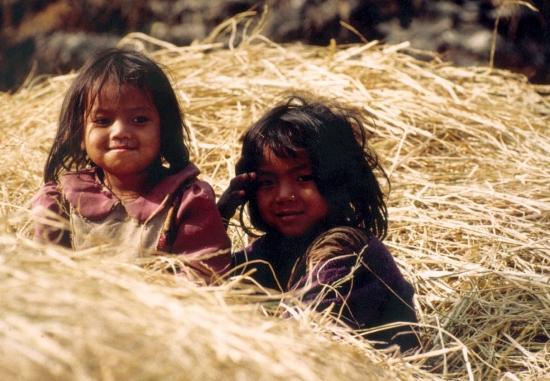 Enfants dans la Budhi khola