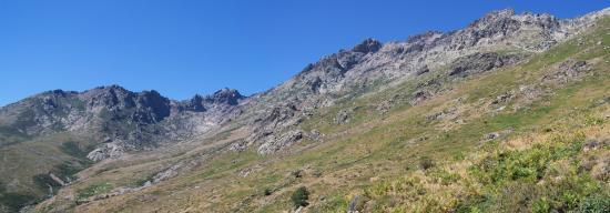 Le vallon de l'Ercu (au fond, le Capu Falu)
