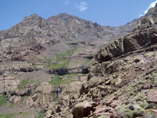 Le vallon des Imouzzer et l'Afekhoi vus du sentier qui remonte l'Aït M