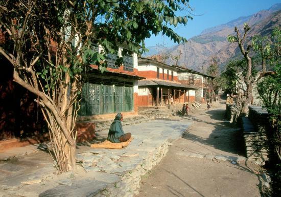 Le village d'Arje au bord de la Myagdi khola