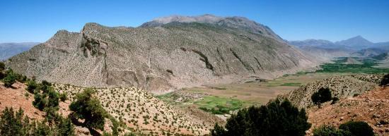 La riante vallée des Aït Bouguemez depuis le tizi n'Arous