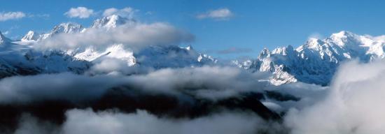 La chaîne du Mont-Blanc vue depuis le lac d'Emosson