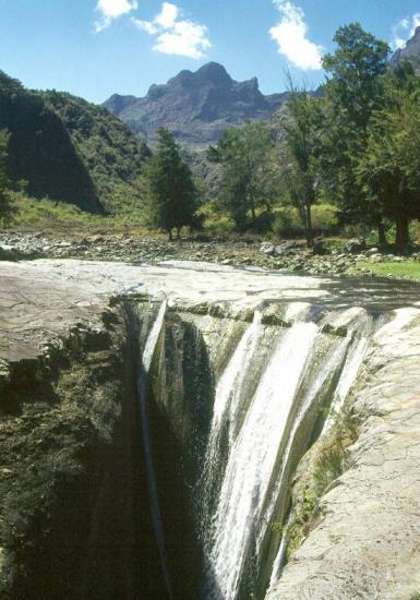 La cascade de Trois Roches (cirque de Mafate)