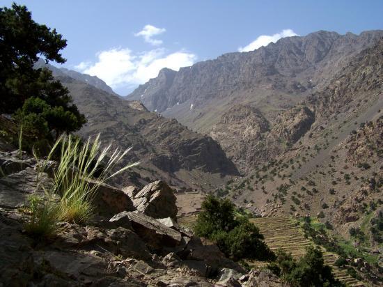 Sur le sentier balcon de la vallée des Azzaden