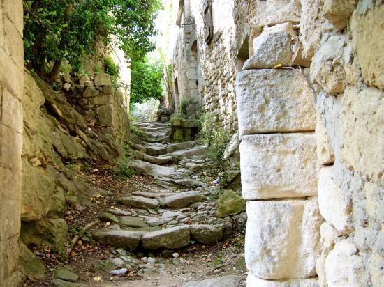 Une ruelle d'Oppède-le-Vieux