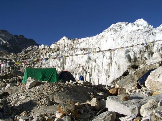 Camp au pied du Trolambau Glacier